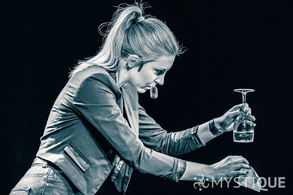 Caroline med magiskt vatten