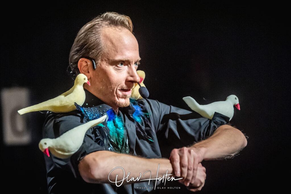 Håkan Berg med fåglar överallt